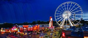Unlike in Niagara Falls New York - the only tourist town in the world to get 8 million tourists per year and is broke - in Niagara Falls Ontario - a boom town with the same name - they realize that attractions are necessary to keep tourists. .