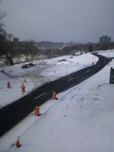 the south Moses Parkway (aka Scenic Parkway) snakes its way along the Niagara River, cutting the city off from its waterfront to serve as a driveway into Albany's Niagara Falls State Park.